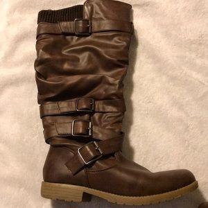 Brown zip-up boots